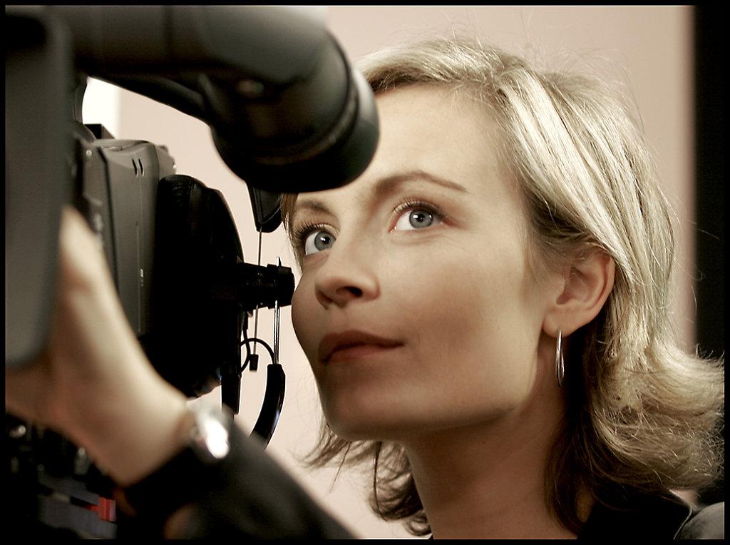 Ophélie Fontana - TV Anchor